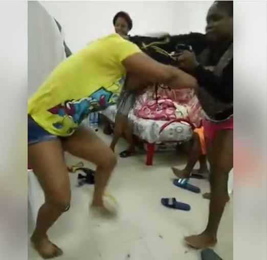 Shame! Nigerian Girl Faints in Brutal Fight with Another Woman at a Hostel (Watch Video)