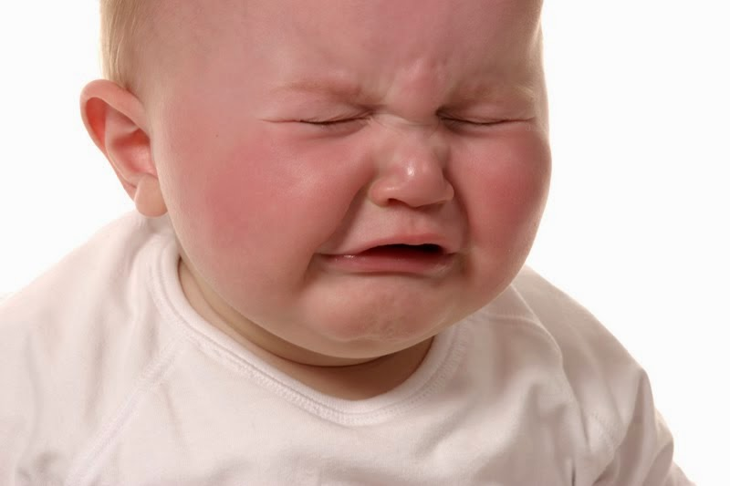 gambar bayi imut menangis