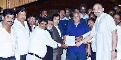 बैलाडीला संघर्ष समिति (किरंदुल बचेली) के प्रतिनिधि मंडल ने कल रात मुख्यमंत्री निवास में मुख्यमंत्री श्री भूपेश बघेल से मुलाकात कर ज्ञापन सौपा..