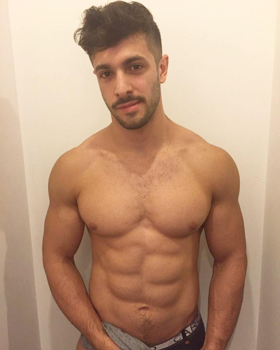 Shirtless Men On The Blog: Gus Kenworthy Mostra Il Sedere