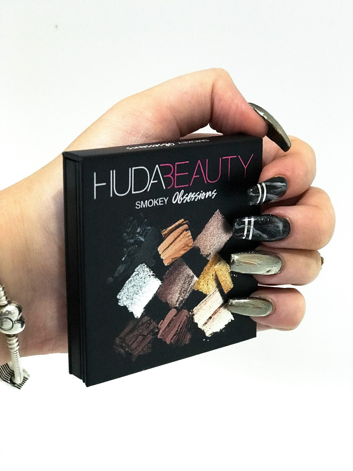 HUDA BEAUTY SMOKY OBSESSIONS PALETTE REVIEW