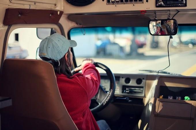 Perempuan Afganistan Kini Mendapatkan Izin Untuk Menyetir