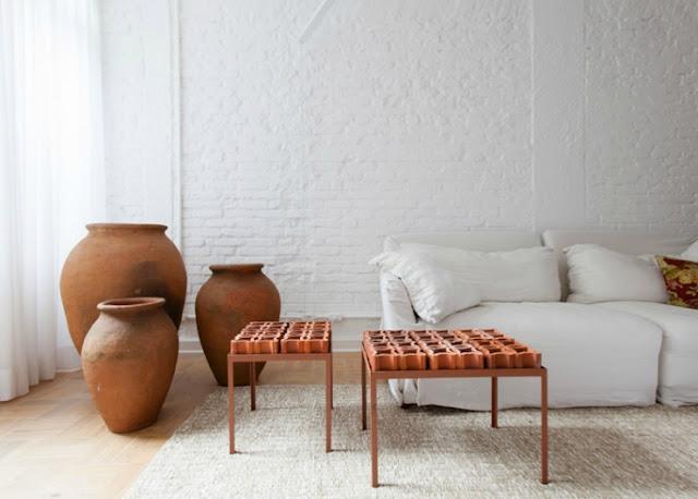 Preciosa vivienda con paredes cerámicas