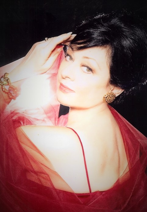 IN MEMORIAM: Italian soprano DANIELA DESSÌ, 1957 - 2016 [Photo © by Daniela Dessì/Lombardo Associates]