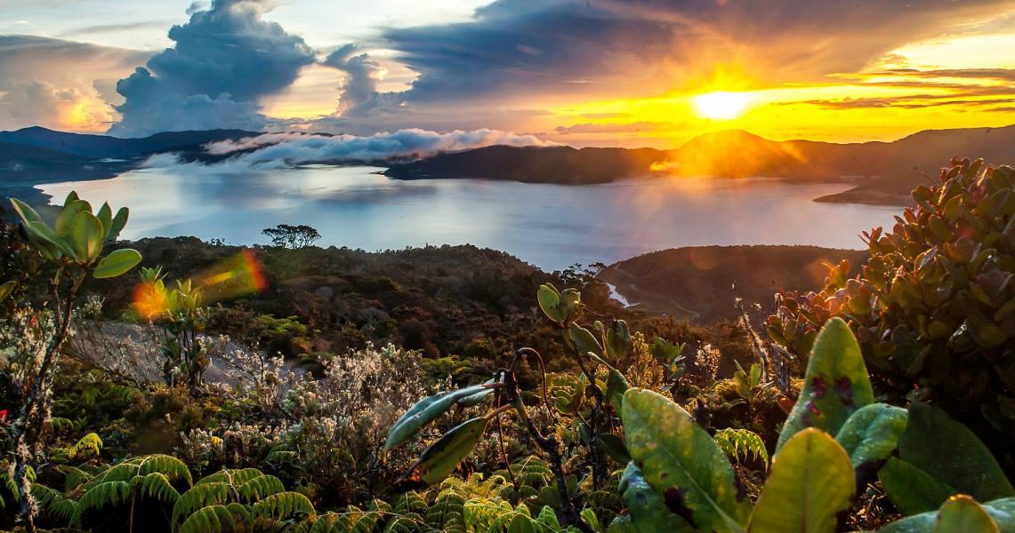 Pesona Danau Kembar di Papua Barat