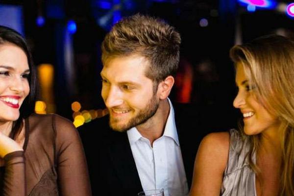 Belajar dari Kasus dan Video Tebar Uang Bu Dendy, ini 6 Tanda Sahabatmu Bakal Jadi `Pelakor`
