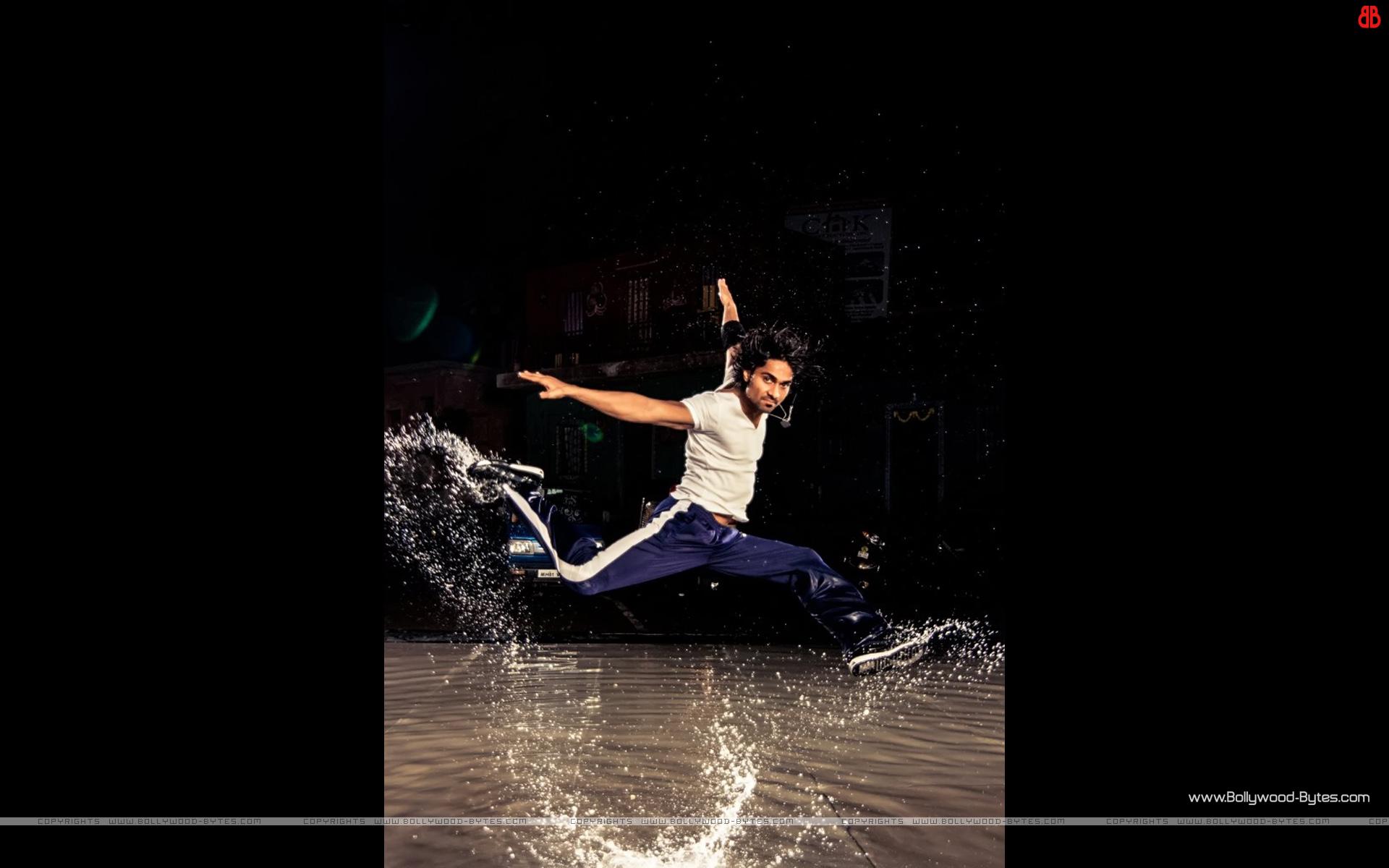 https://4.bp.blogspot.com/-xd34PPWYkFw/UMD7YRe_x4I/AAAAAAAAUsw/m8JLjFSiGOE/s1920/ABCD-Any-Body-Can-Dance-++Salma-Yusuf-Khan-HD-Wallpaper-03.jpg