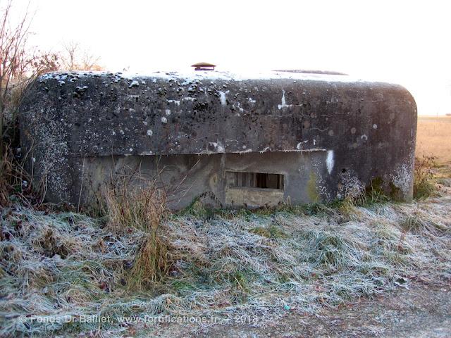 Créneau pour mitrailleuse de la façade nord (état 2006)