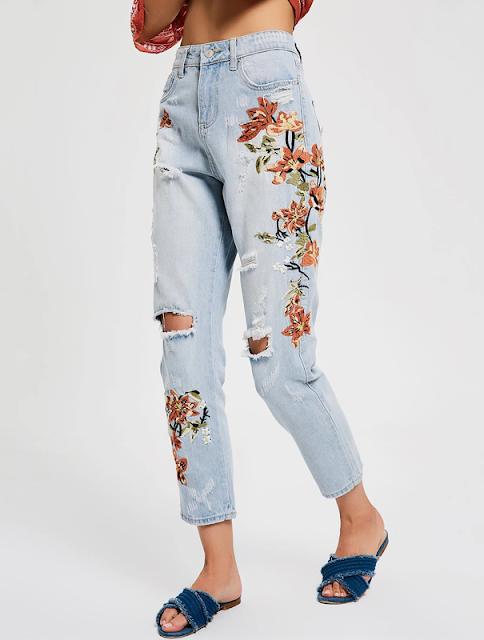 Calça mom jeans bordados florais