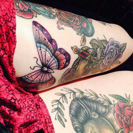 Flores e uma borboleta