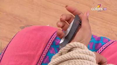 Phim Cô dâu 8 tuổi phần 11 tập 41 Nimboli lén đưa dao cho Kamli-Todaytv