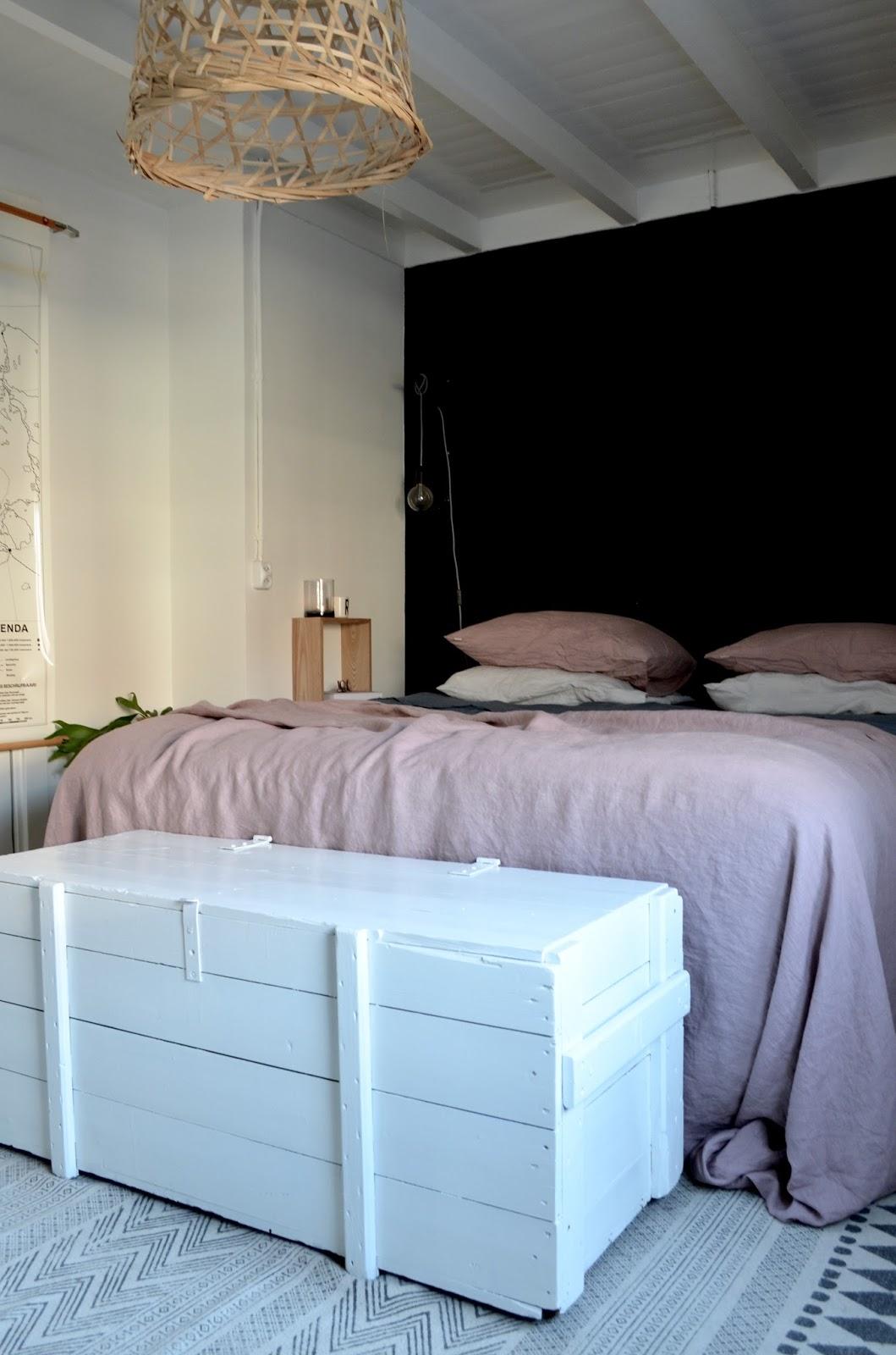 Linnen lakens in de slaapkamer