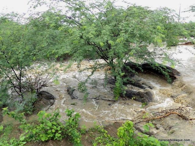 Vídeo mostra barragem sangrando após chuva forte em Santa Cruz do Capibaribe