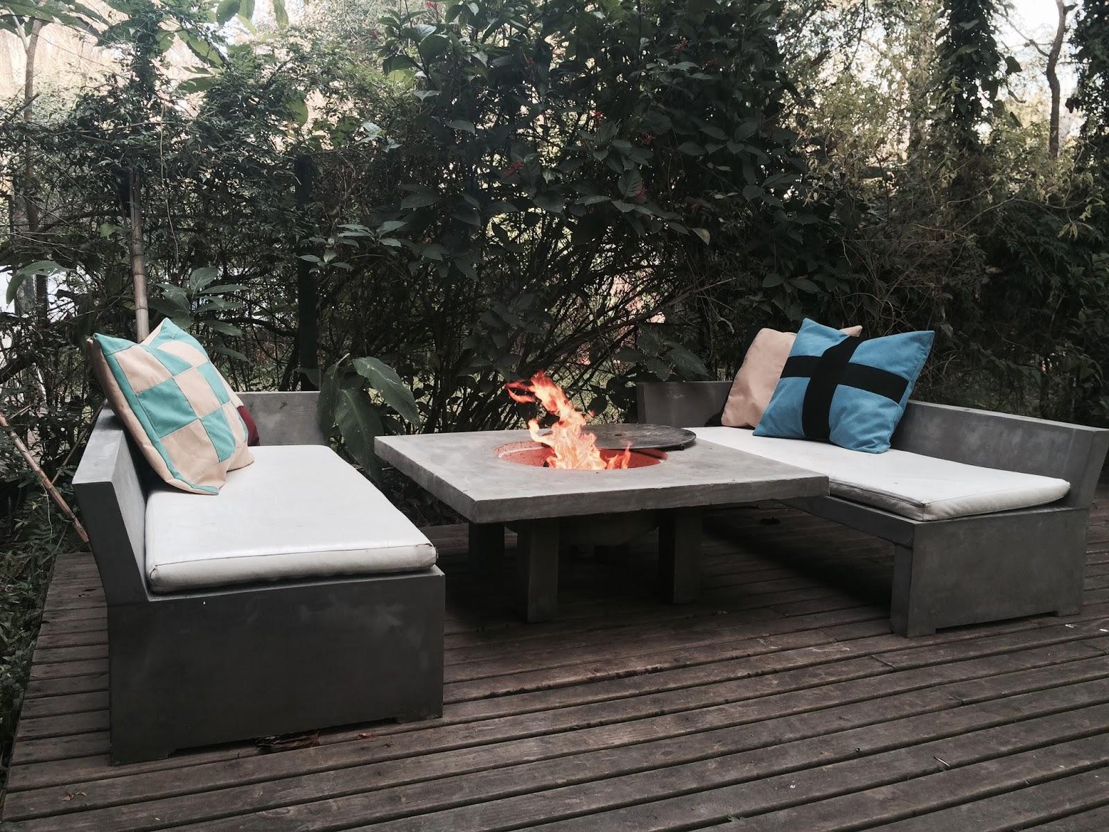 Muebles en cemento light estilo ribera set camastros y - Mesas de jardin de piedra ...