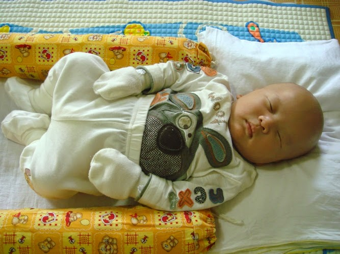 Gambar bayi usia 2 minggu lucu banget