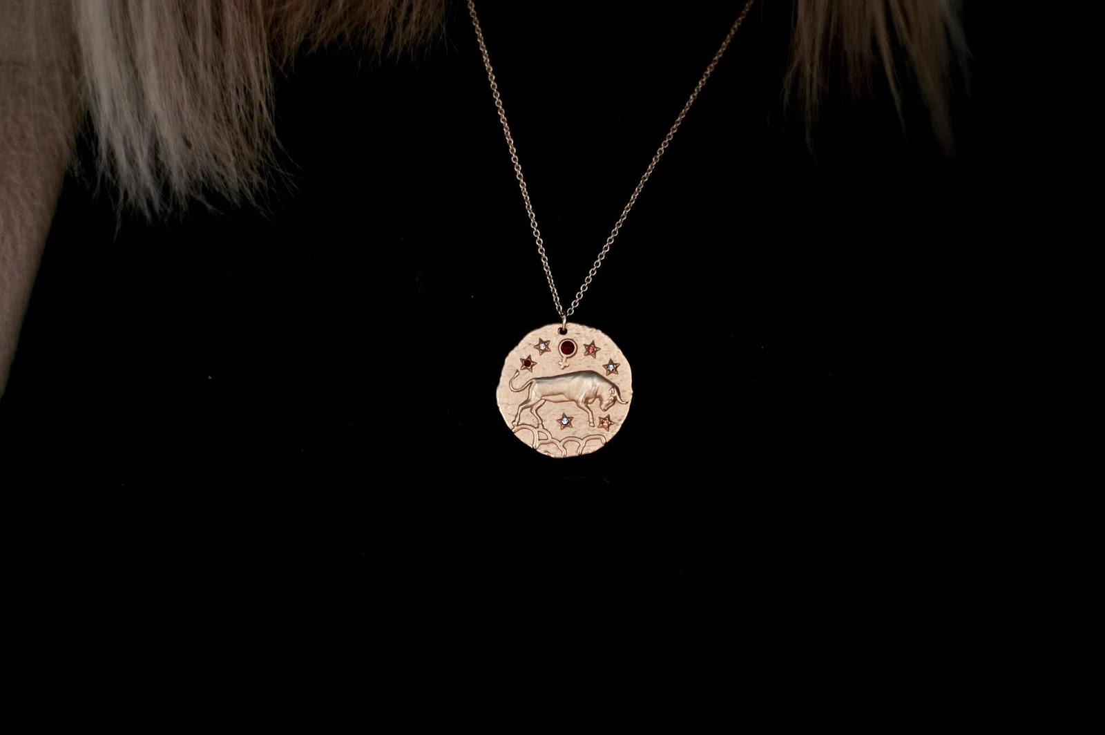 idée cadeau ; collier médaillon astrologie taureau Maje