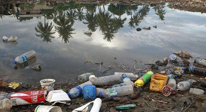 plasticos 10032019122628073 - Governo vai lançar campanha de combate à poluição no mar