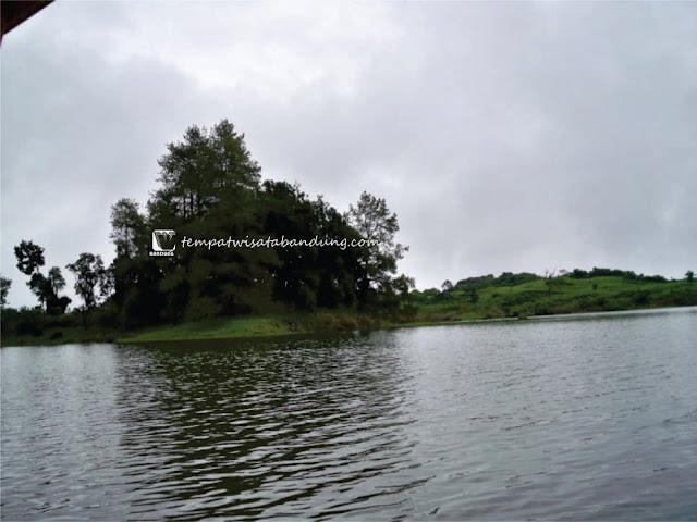 Mencoba Wisata Legenda Cinta Abadi di Situ Patenggang