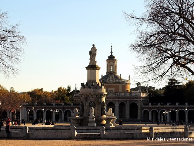 Plaza de San Antonio, fuente de Venus, iglesia de San Antonio, Aranjuez