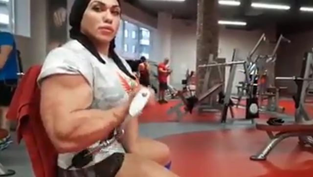 Clip Big and shredded women Bodybuilder flexes her giant muscles, Massive muscles female
