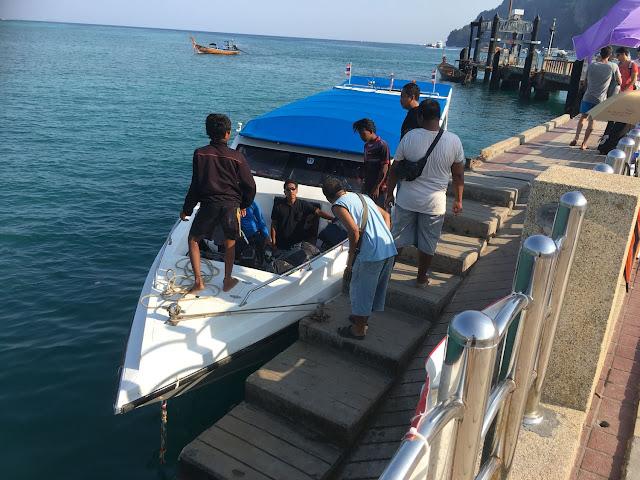 Tigerline speedboat ferry arriving on kohphiphi