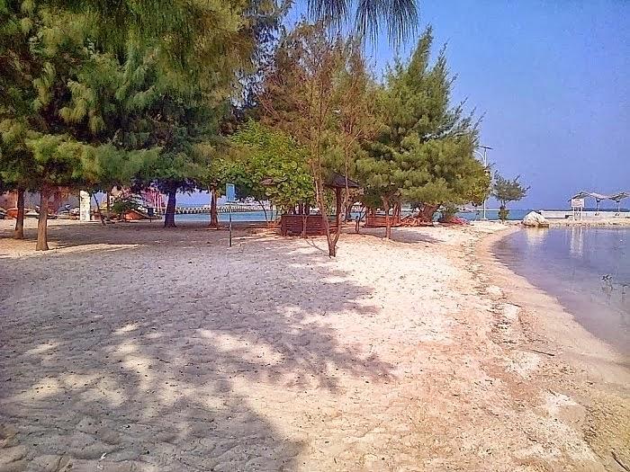 Pantai di Pulau Tidung pada Sore Hari
