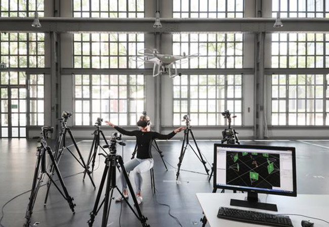 Penelitian Drive the drones using body movements, free as birds