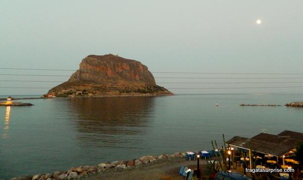 Rochedo de Monemvasia, no Sul do Peloponeso, Grécia