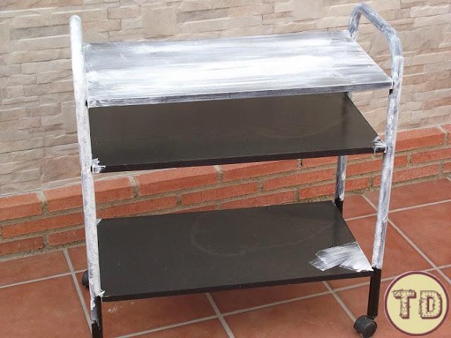 carrito de television pintado