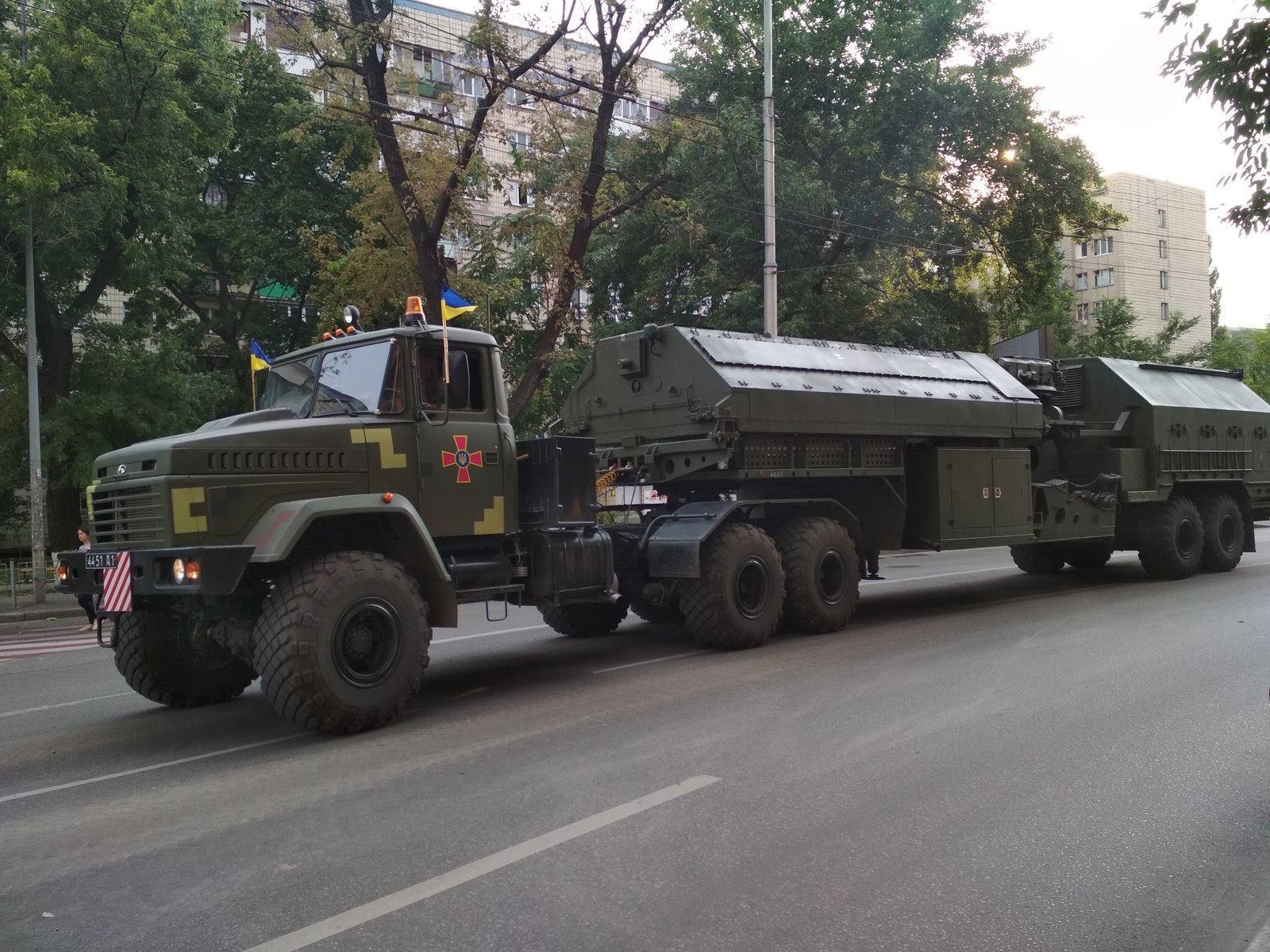 На параді покажуть новий український контрбатарейний радар 1Л220УК