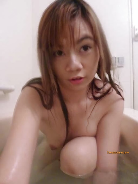 6IgQFDxmol0 wm - Asian girl with selfie hair color while bathing 2020