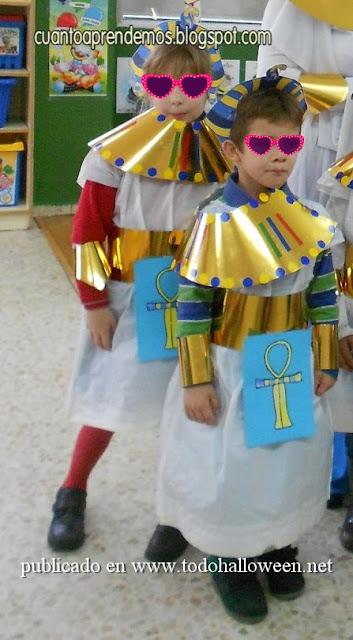 Disfraz Egipto escolar hecho con bolsa de basura