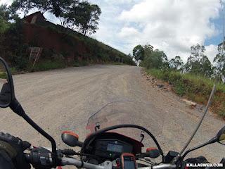 Mais estrada de terra.