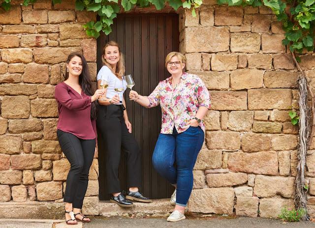 Bewerben sich als Naheweinmajestät: Angelina, Annika und Tina