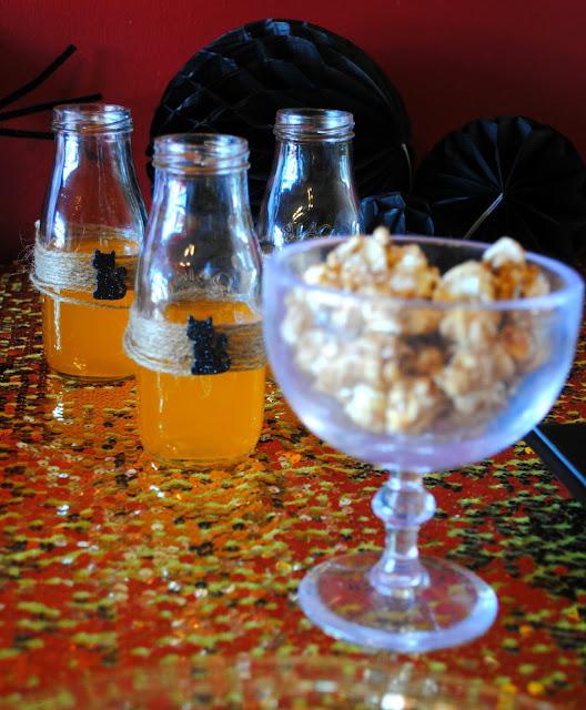 Halloween-pumpkin- treats- pumpkin-spice-popcorn