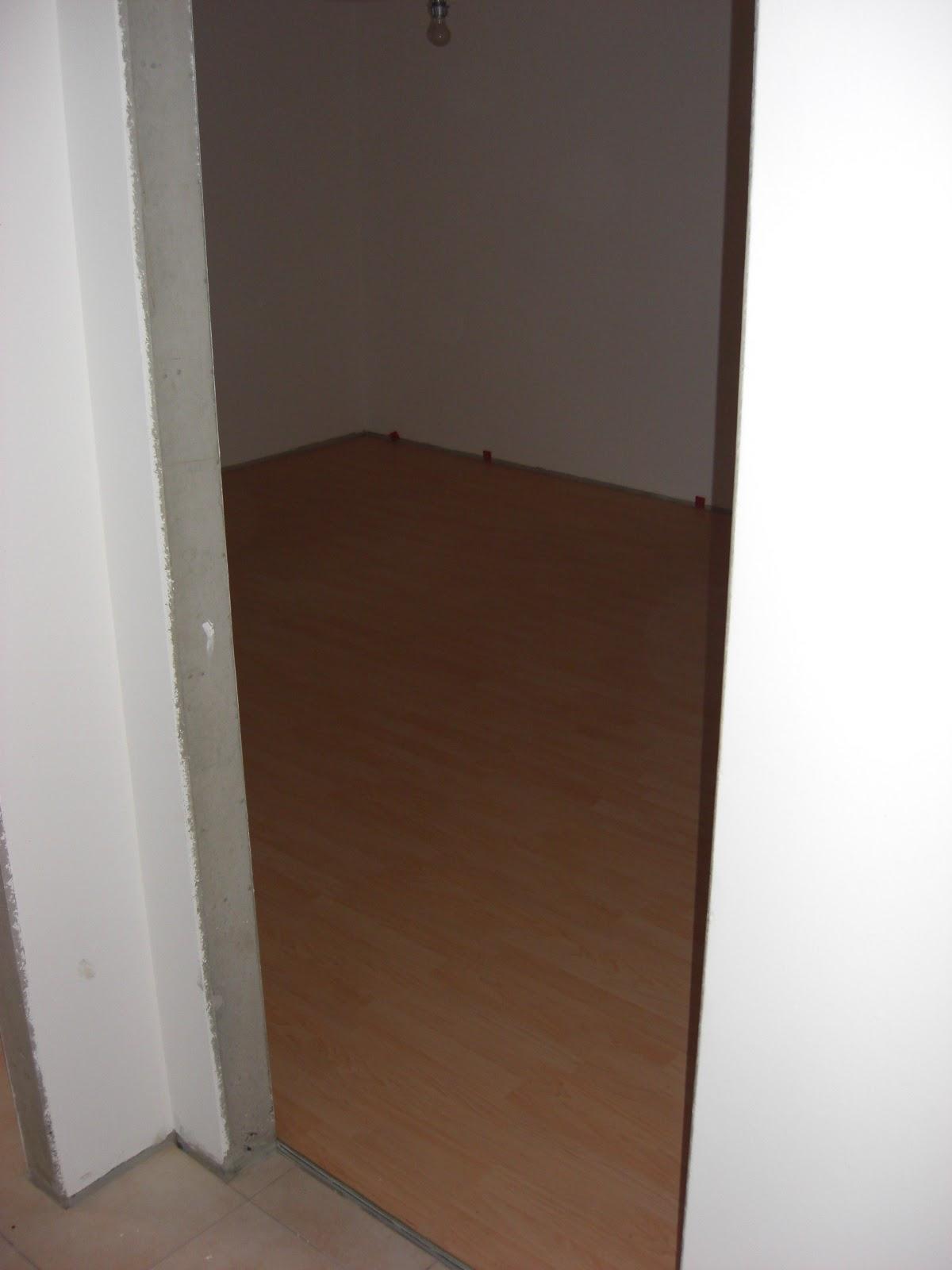 hausnummer 49 laminatboden im keller. Black Bedroom Furniture Sets. Home Design Ideas