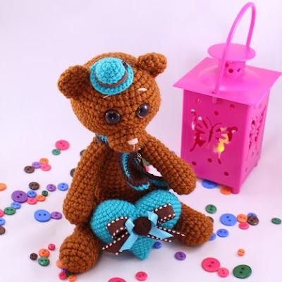Вязаная игрушка мишка амигуруми