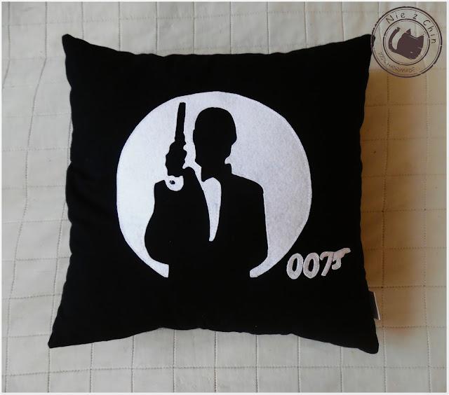 007, czyli moja wersja poduszki fana najsławniejszego agenta świata