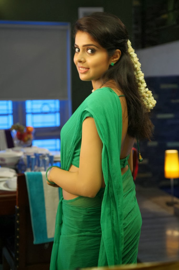 Tollywood Actress Hip Navel Show In Green Saree Shravya