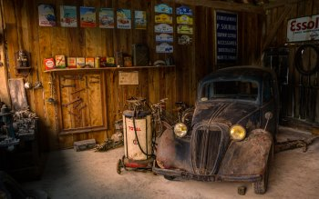 Wallpaper: Old Car in Old Repair Shop