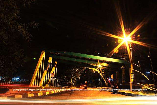 Gerbang masuk Universitas Siliwangi, Jl. Siliwangi Tasikmalaya di malam hari.
