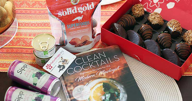 """""""What Should I Bring?"""" Thanksgiving Hostess Gifts She'll Love"""