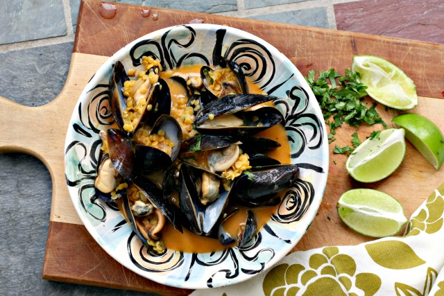 Coconut & Sweet Chili Steamed Mussels with Lentils are easy to prepare and cook quickly. Enjoy them as a starter or as your main dish.