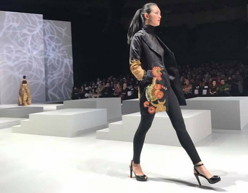 Tinuku.com Irma Lumiga bring batik pattern typical Sekar Jagad Banyuwangi in Indonesia Fashion Week (IFW) 2017