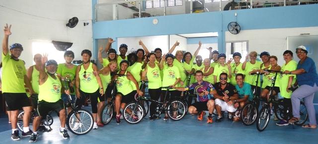 Integrantes da melhor idade da Ilha têm aulas de  ciclismo e muitos realizam o sonho de andar de bike