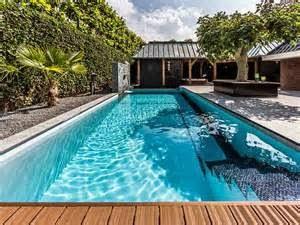 Mengenai detail berapa biaya pembuatan kolam renang rumah, anda bisa saja langsung menghubungi kotraktor karena biaya tersebut akan berbeda-beda sesuai kerumitan model dan luas kolam renang yang dibutuhkan.