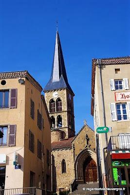 Sauxillanges , l'église.