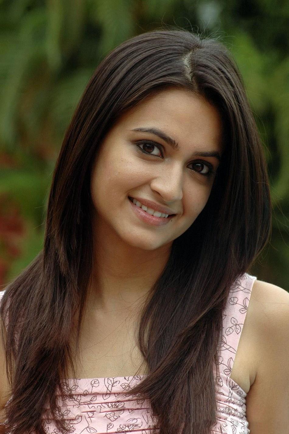 Kriti kharbanda Latest Photoshoot In Rose Color Dress
