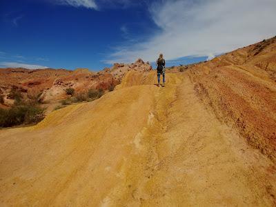 Kolorowe skały w Skazka Canyon