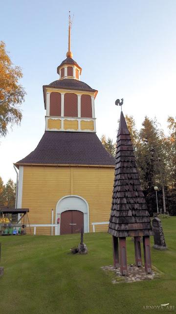 Pyhäjoen kirkko, kellotapuli, 1739,  suunnittelija Johan Simonsson Knubb (1678-1740)